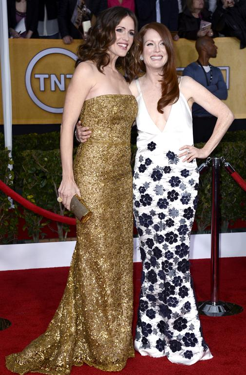 Jennifer Garner, in gold, and Julianne Moore, in black and white, share a joke on the red carpet.