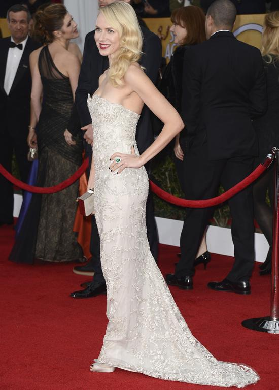 Naomi Watts glows on the red carpet in Marchesa.
