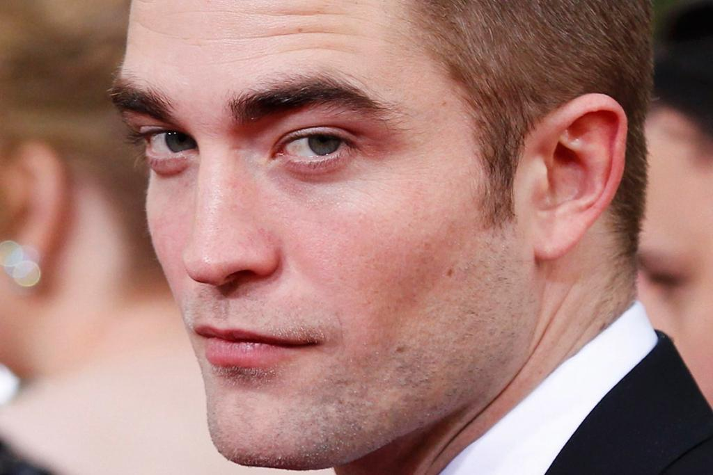 Robert Pattinson's jaw and chin was a popular choice among men.