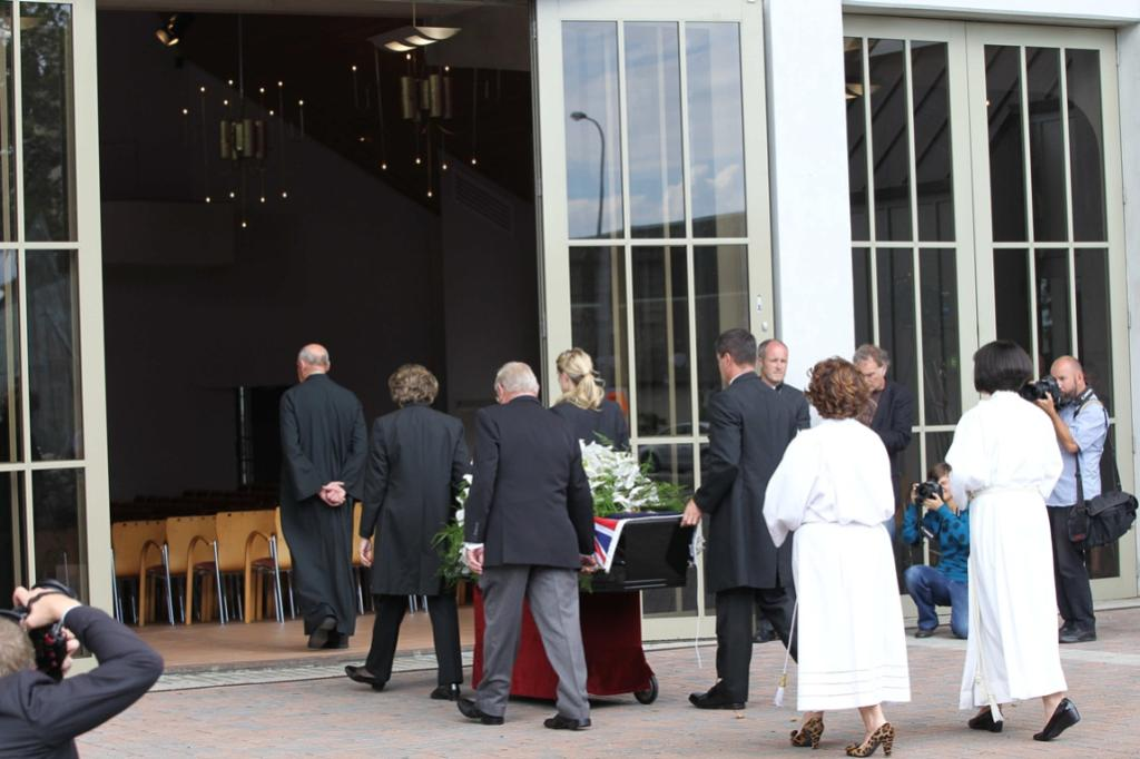 Sir Paul's casket arrives at Auckland's Holy Trinity Cathedral.