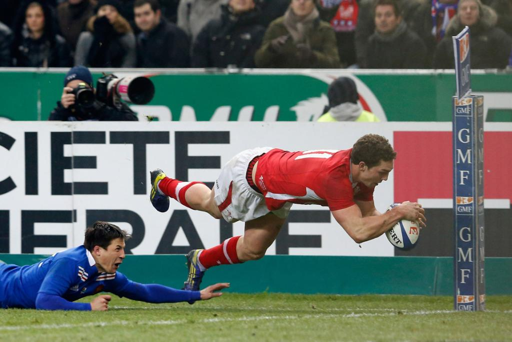 George North of Wales scores the opening try during the Six Nations match between France and Wales.