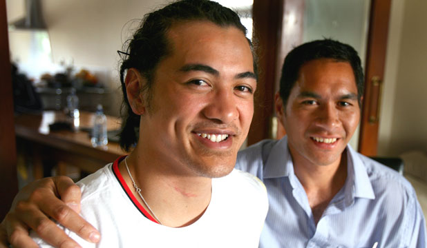 BEEN THERE: Seti Tafua, left, and Colin Te Pohe meet for the first time. Both men suffered broken necks during rugby matches.
