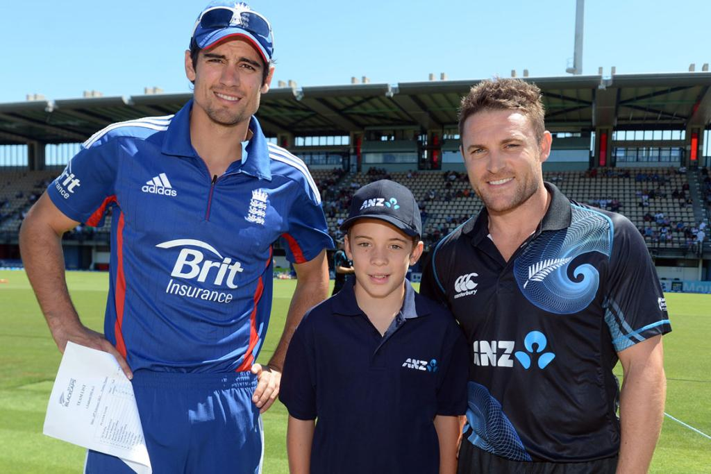 Captain's Alastair Cook and Brendon McCullum with the ANZ coin toss winner ahead of the second ODI.