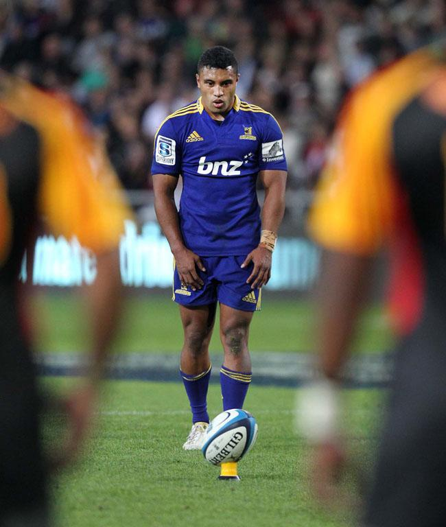 Lima Sopoaga lines up a kick during the Highlanders opening round game against the Chiefs.