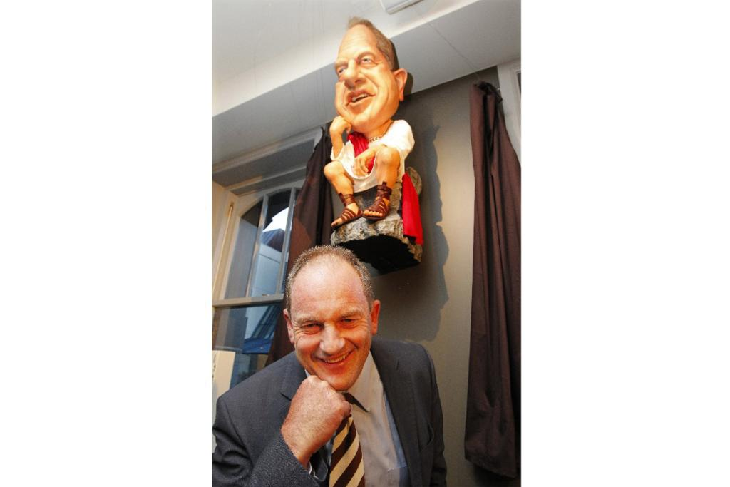 Labour Party leader David Shearer is depicted as a classical philosopher.