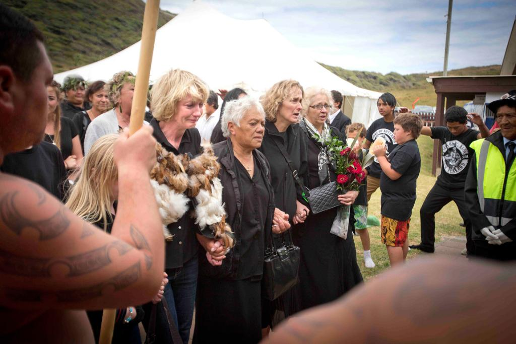 Ralph Hotere's wife and close relatives walk the coffin into the marae grounds for the tangi.