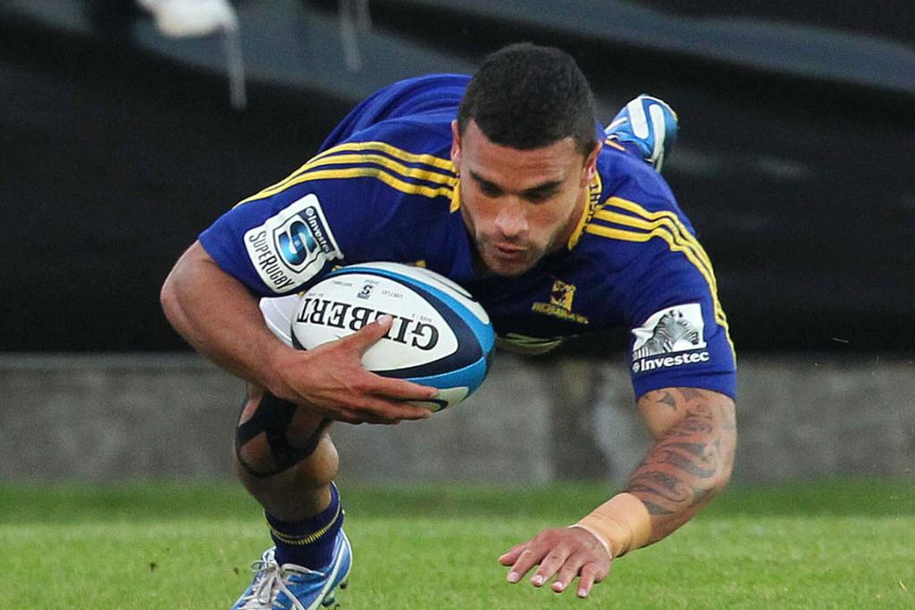 Kade Poki scoing the first try for the Highlanders.