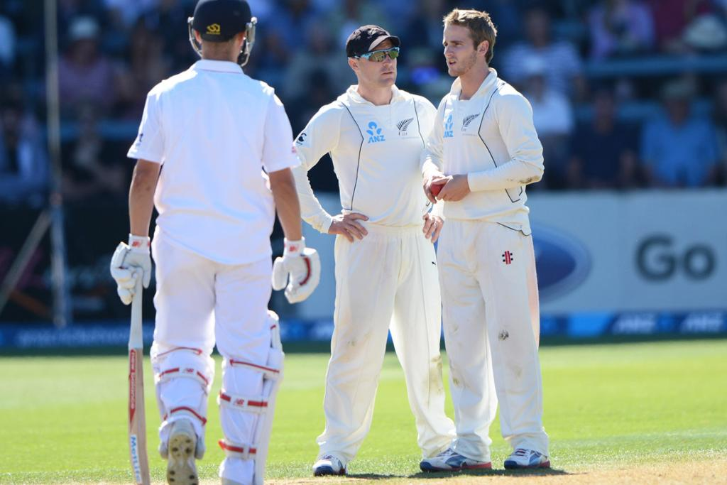 Brendon McCullum and Kane Williamson discuss options on day one.