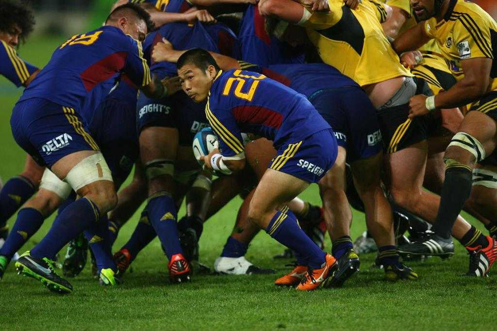 Highlanders replacement halfback Fumiaki Tanaka looks to clear the ball during the loss to the Hurricanes.