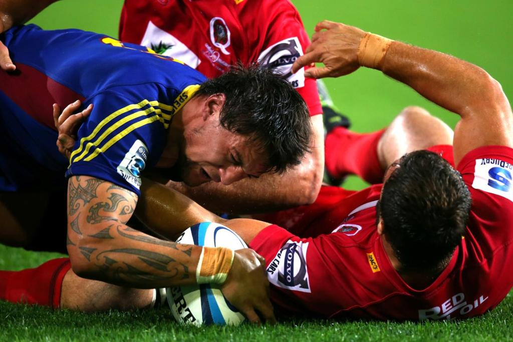 Elliot Dixon of the Highlanders scores a try during the round seven Super Rugby match between the Highlanders and the Reds at Forsyth Barr Stadium.
