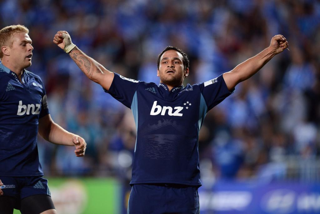 Piri Weepu celebrates scoring his second try against the Highlanders.