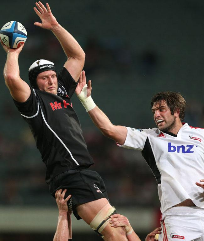 Franco van der Merwe of the Sharks out-jumps Sam Whitelock.