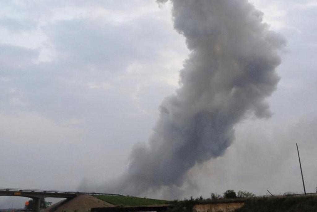 A column of smoke rises after an explosion at a fertiliser plant north of Waco.
