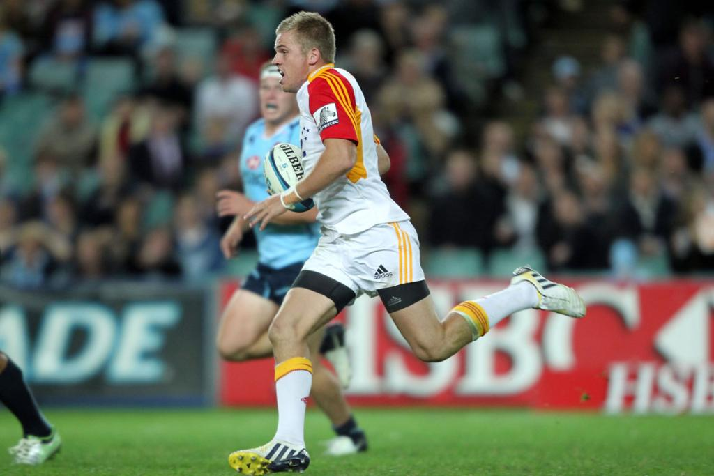 Gareth Anscombe streaks away from the Waratahs defence.