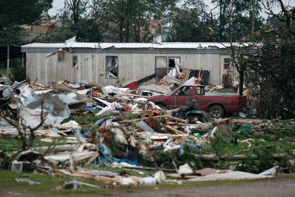 US tornadoes as storm hits