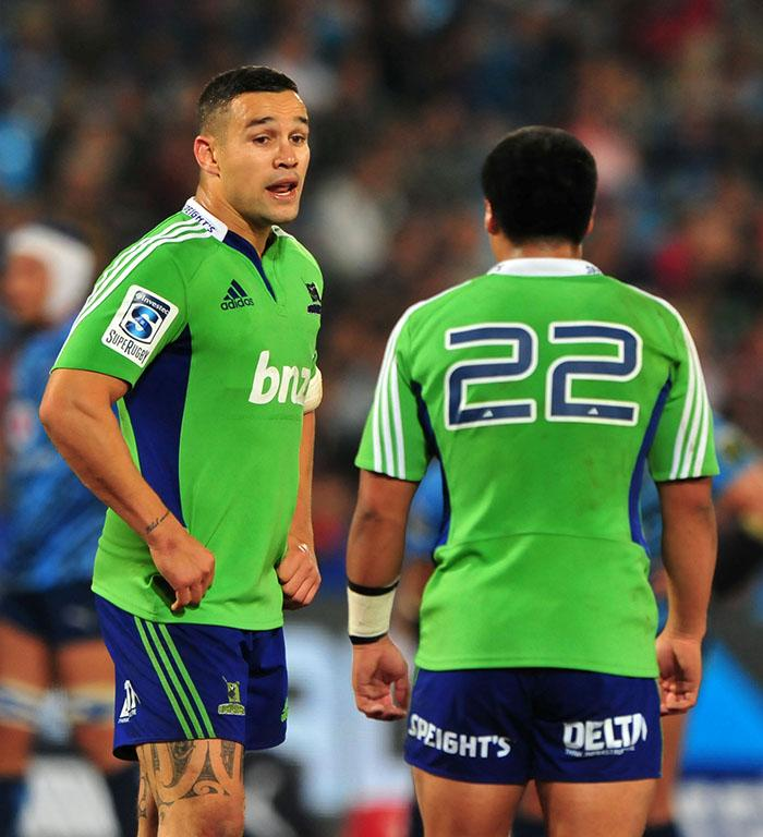 Tamati Ellison talks to teammate Jason Emery during the loss to the Bulls.