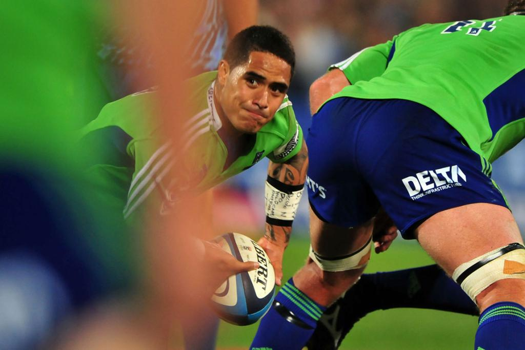 Aaron Smith clears the ball during the Highlanders' loss to the Bulls.