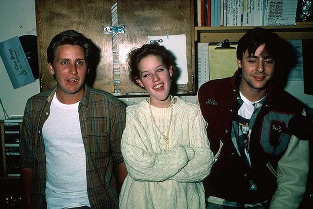 When she posed like a total hipster behind-the-scenes on the set of The Breakfast Club with Emilio Estevez and Judd