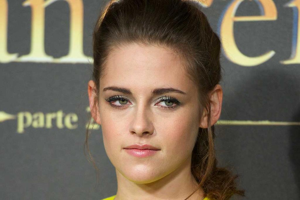 EXCITING: Kristen Stewart at the premiere of The Twilight Saga: Breaking Dawn - Part 2.