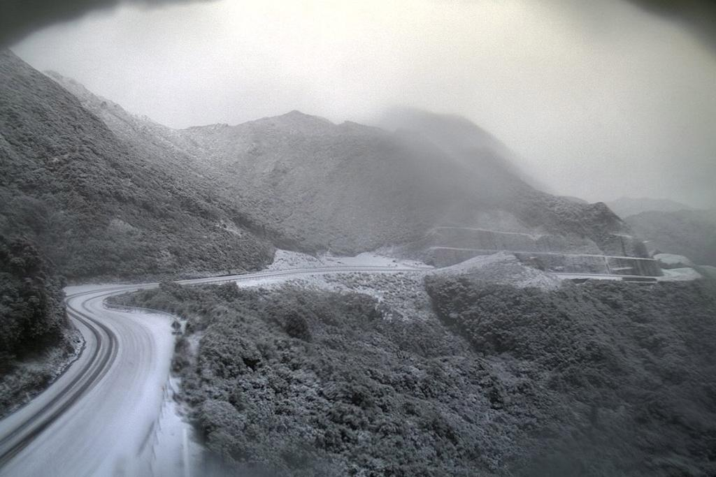The Rimutaka Hill Rd, north of Wellington, was closed by snow.