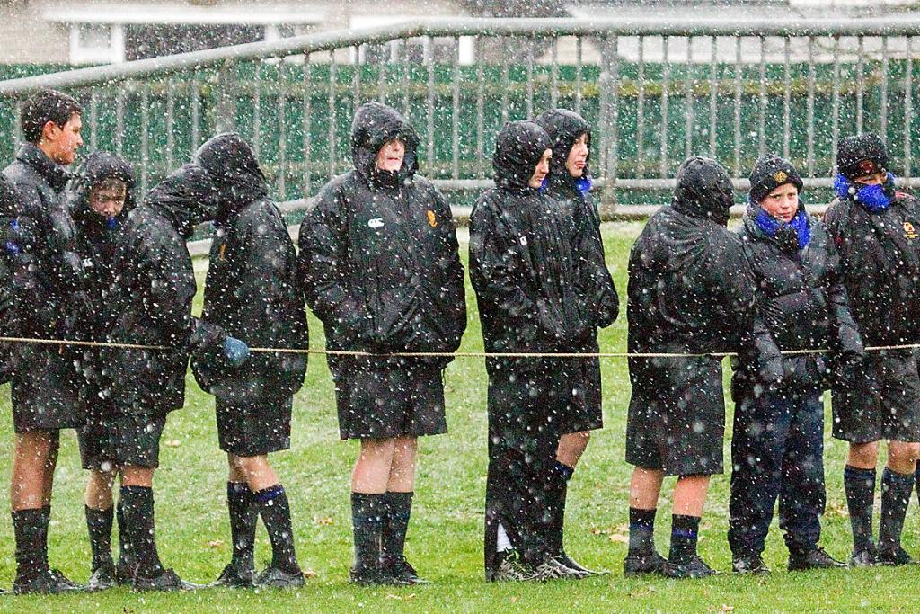 Boys' High students waiting in the sleet