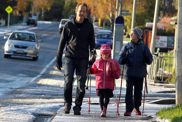 Christchurch family walks to school in the snow