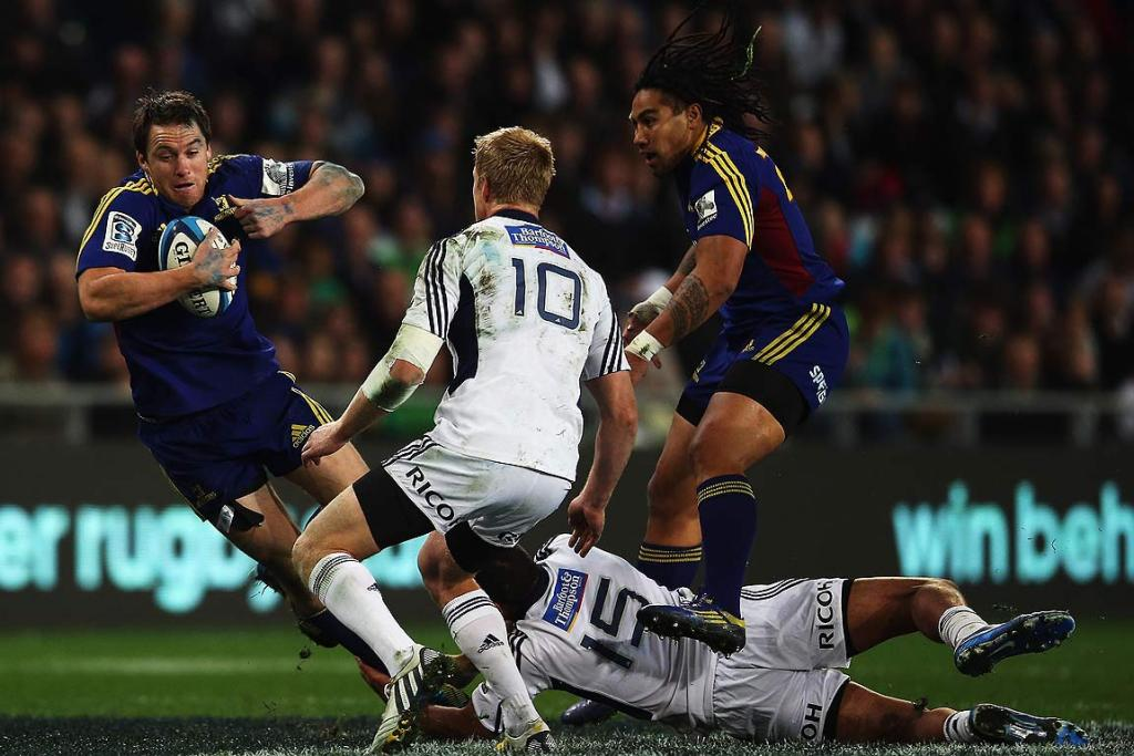 Ben Smith makes a telling break for the Highlanders against the Blues.
