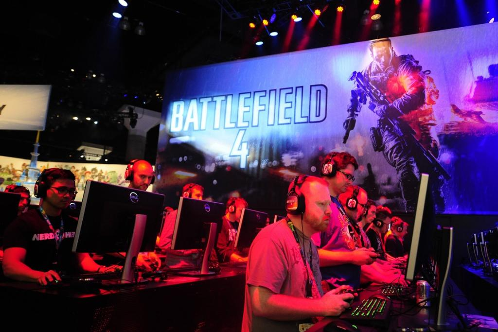 Gamers play Battlefield 4 during E3.