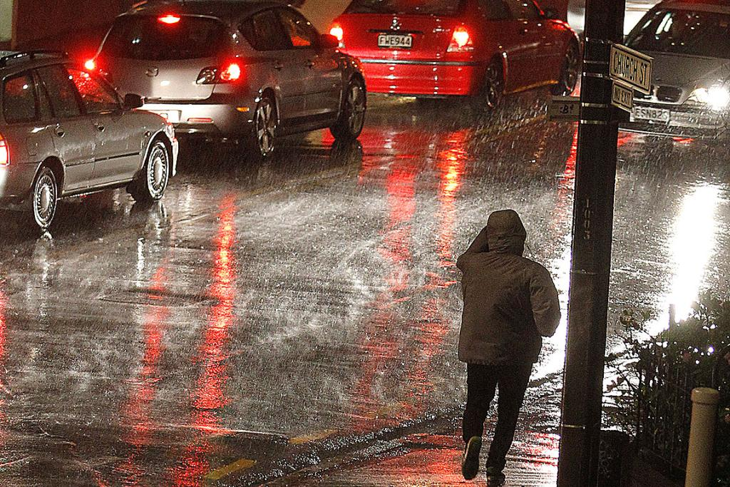Torrential rain affects Wellington commuters as they head home.