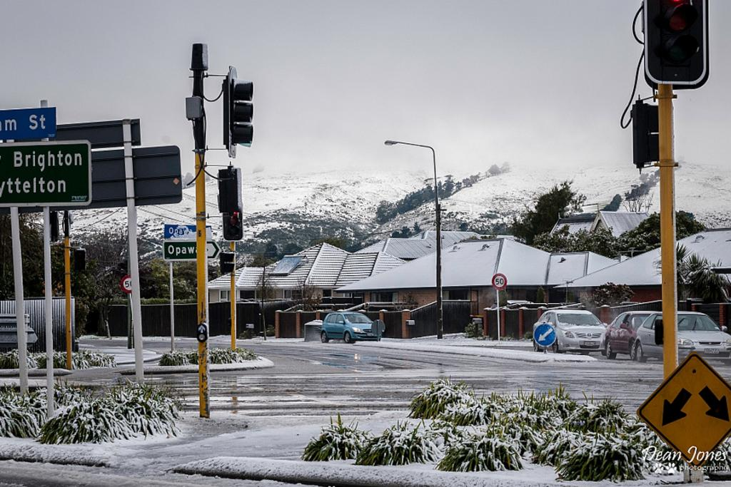 PICTURESQUE: The Port Hills can be seen from from Brougham St/Opawa Rd intersection at 10.30am.