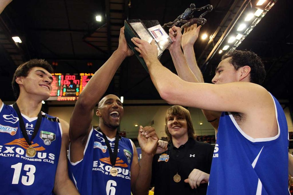 Steven Adams (left) with Wellington Saints team-mates Erron Maxey and Troy McLean with the NZBL trophy.