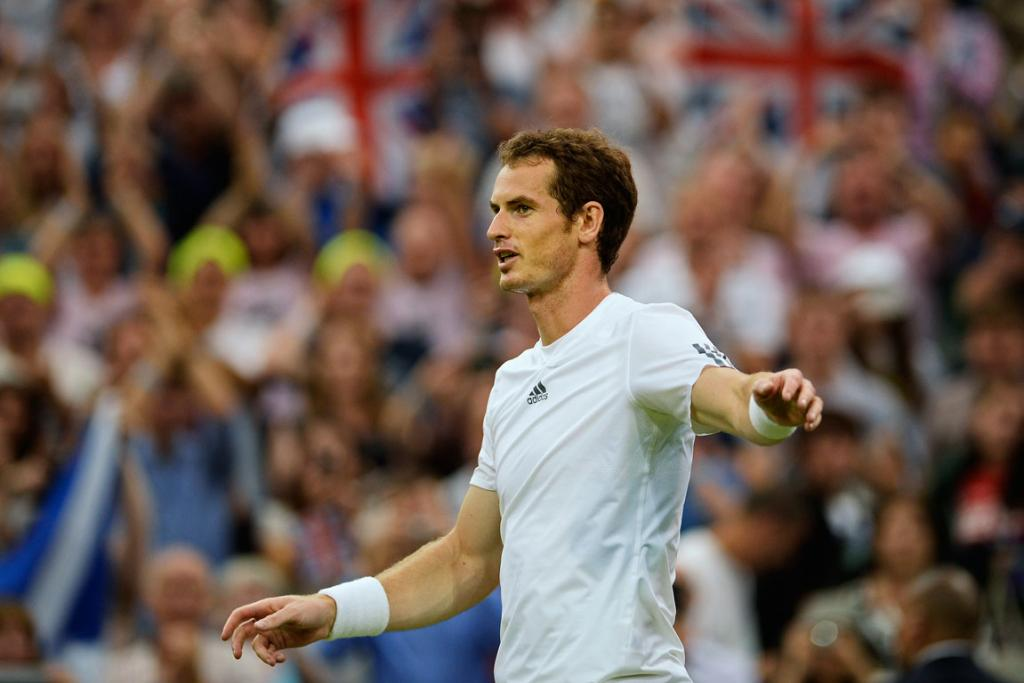 Andy Murray celebrates his win over Tommy Robredo.
