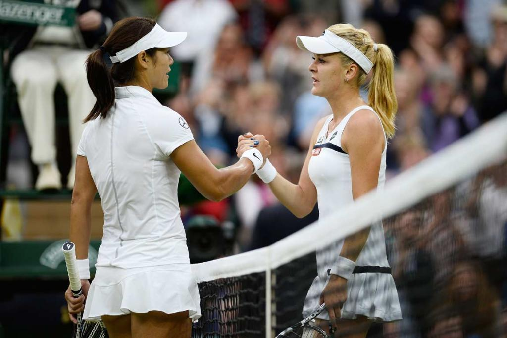 Agnieszka Radwanska (right) and Li Na shake hands after their three-set Wimbledon quarterfinal.