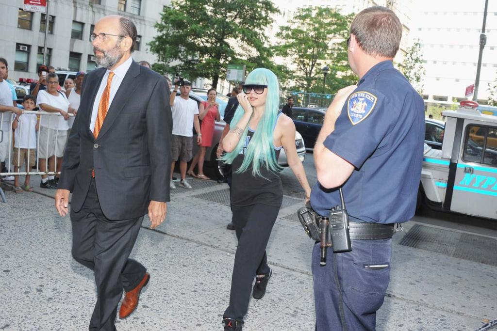 Amanda Bynes strides into court.