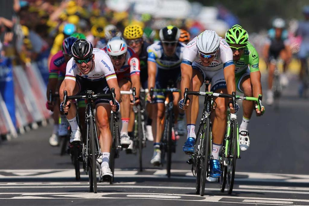 Marcel Kittel (right) beats Mark Cavendish across the line to win stage 12.