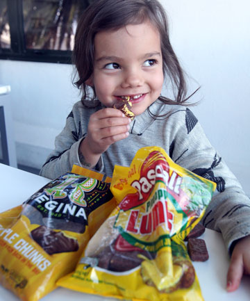 five year old Kaya Locke did the pineapple lump/chunk test with the original Regina Pineapple Chunks and Pascall Pineapple lumps. She decided she liked the newbies, pineapple Lumps, best