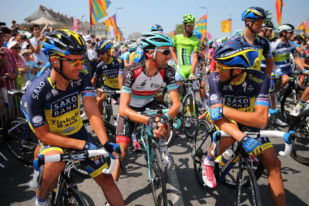 Alberto Contador (right) and Michael Rogers (left) of Team Saxo-Tinkoff chat with Team Radioshack Leopard's Haimar Zubeldia.