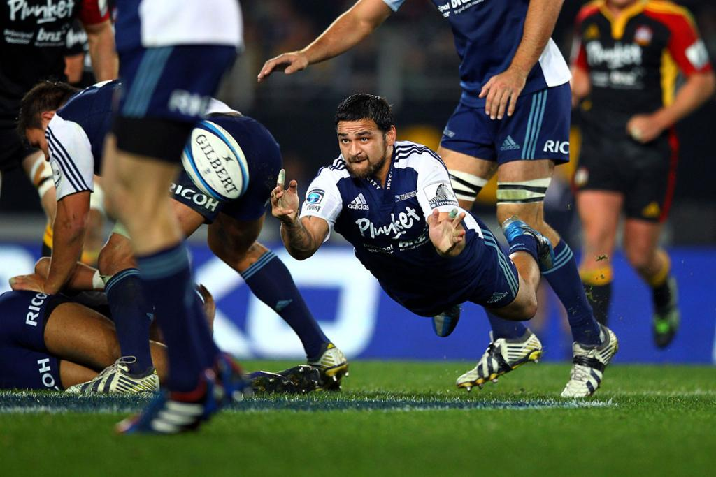 Piri Weepu gets a flying pass away during the Blues' loss to the Chiefs.