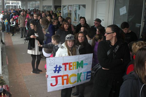 Fans queue at Jackie Thomas gig