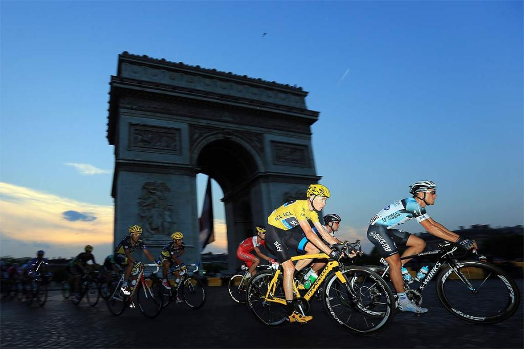 The main pack rides past the Arc de Triomphe in Paris.
