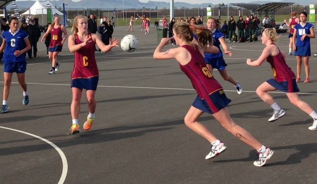 IMPRESSIVE: Southland (red) and Rotorua on the court at the New Zealand under-17 age group netball championships in Hastings this morning. Southland players from left are Laura Overton, Courtney O'Callaghan, Sarah Marshall and Shauni Millane.