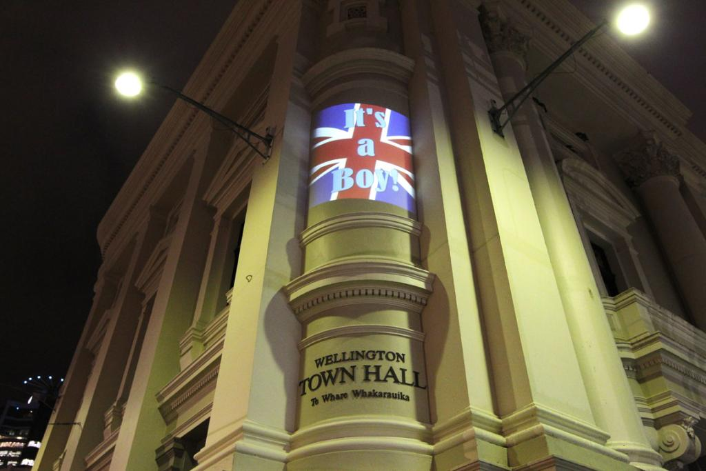 It's a boy lights up the Wellington Town Hall to celebrate the arrival of the royal baby.