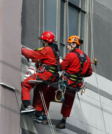 Abseiling workers Featherston St