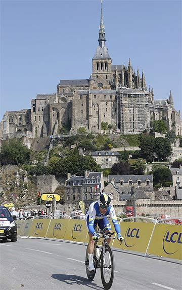 REPUTATION IN TATTERS: Stuart O'Grady of Australia cycles past Mont Saint-Michel during this year's Tour de France.