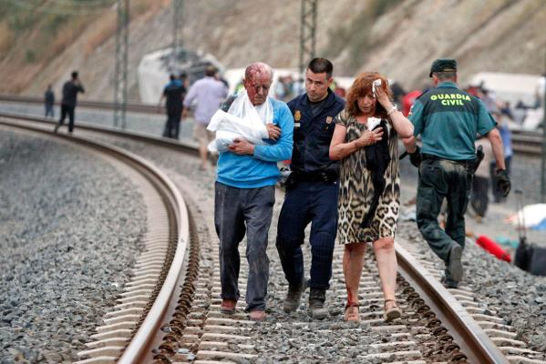 Train derails in Spain
