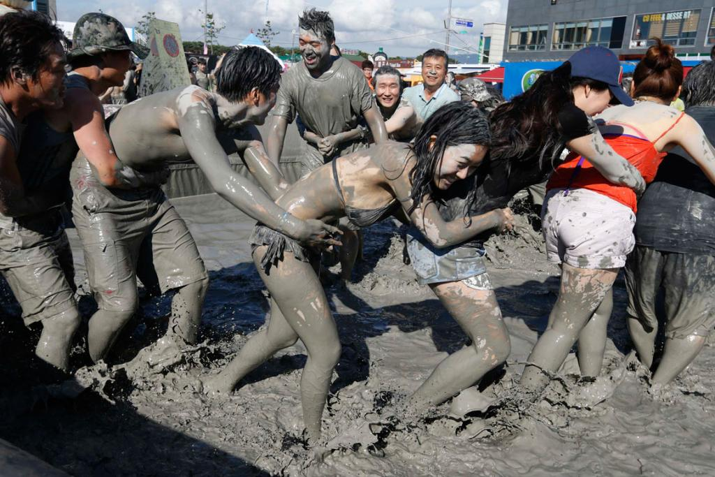 The mud is transported to Daecheon beach  from the Boryeon mud flats.