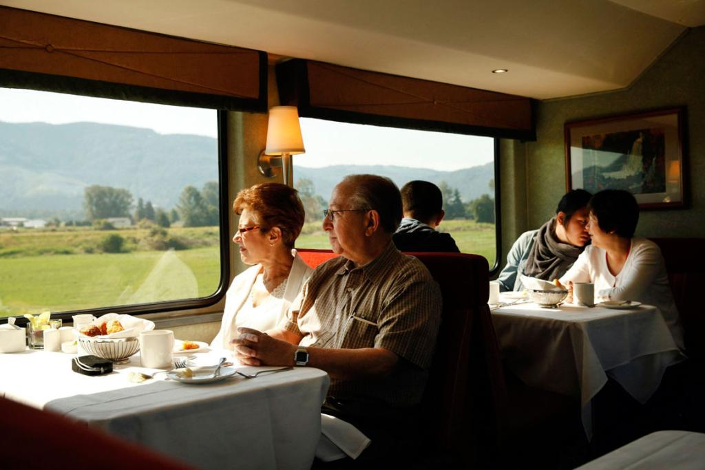 Marty Lash, right, and Susan Kaplan have breakfast on the Rocky Mountaineer train.