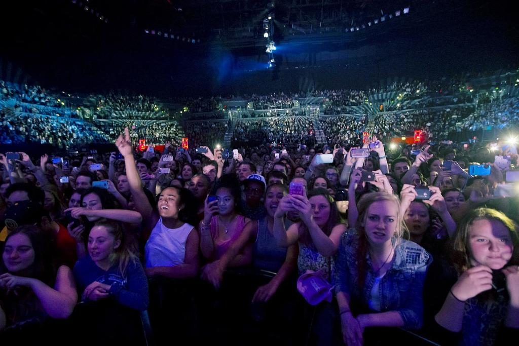 It's cameras and phones at the ready as Lorde performs live at Auckland's Vector Arena where she held a free concert.