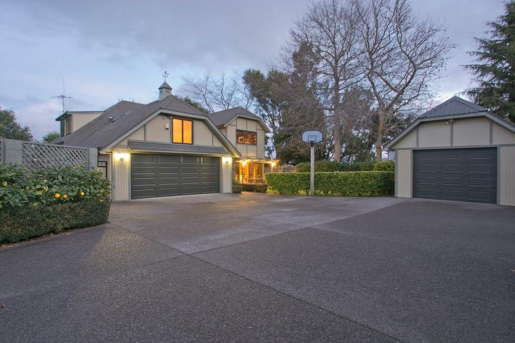 Open homes grand garages for Homes with big garages for sale