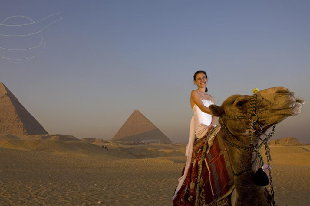 Her gown even faced the ultimate test - a two hour camel ride through the Pyramids of Giza.